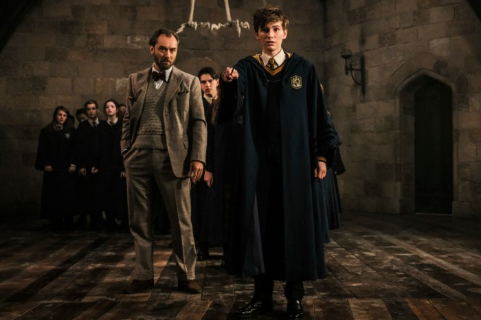 fantastic-beasts-crimes-of-grindelwald-dumbledore-jude-law-young-newt.jpg